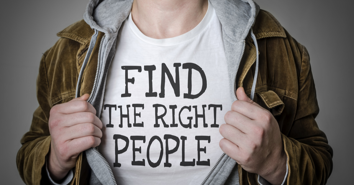 Skills Cap: Man with the words Find the Right People on his t-shirt